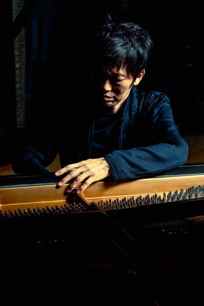 石井彰(pf)ピアノ前2-2